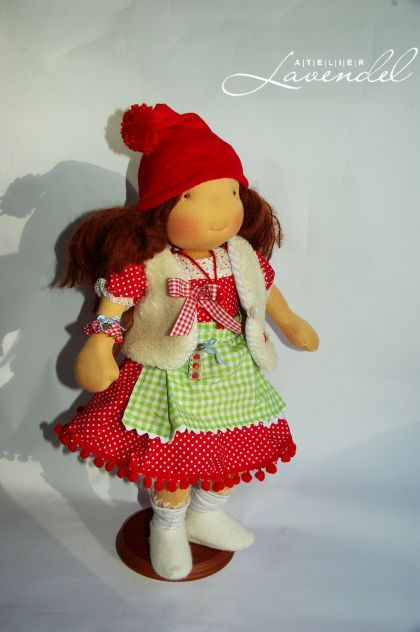 Handcrafted waldorf doll: an OOAK Waldorf inspired doll by Atelier Lavendel. Eco friendly. Handmade in Germany.