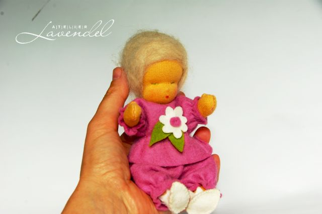 Vintage inspired cloth doll. Handmade by Atelier Lavendel.