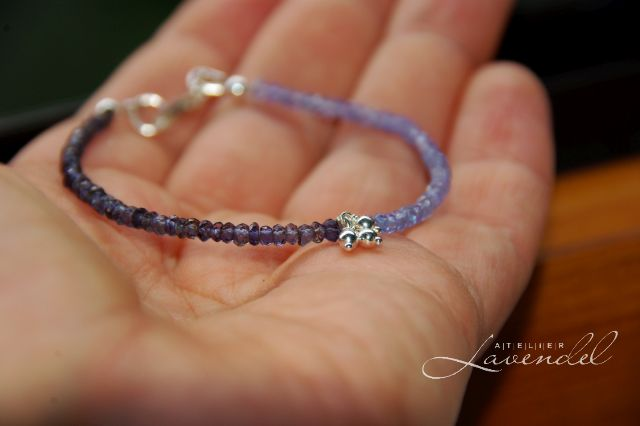 Give-away by Atelier Lavendel: genuine tanzanite beaded bracelet. Handmade in Germany.
