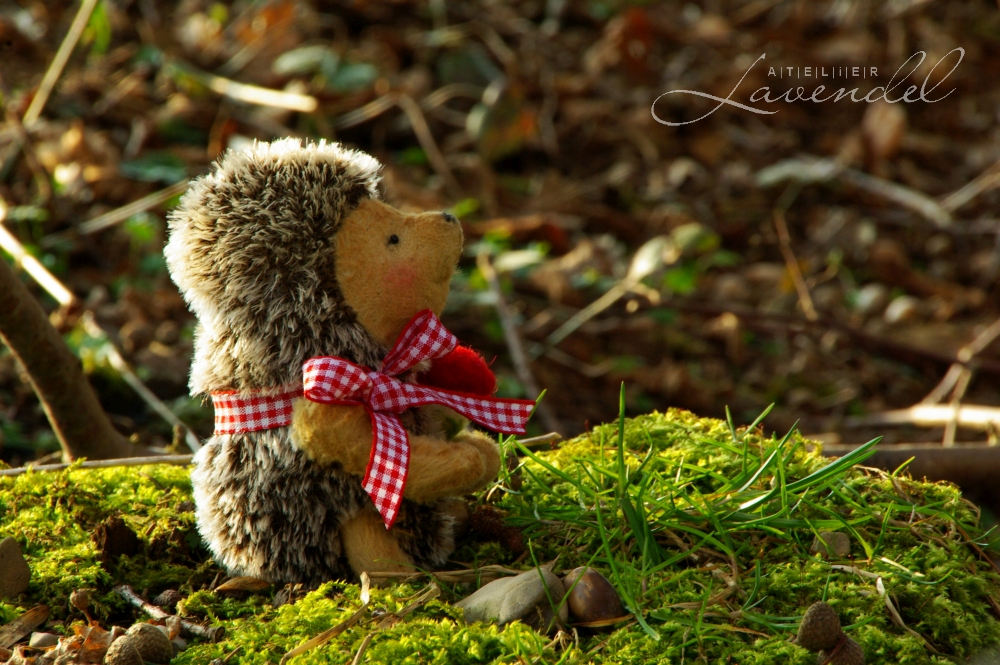 Handmade ooak hedgehog by Atelier Lavendel is lovingly made with all natural high quality materials. Handmade in Germany.