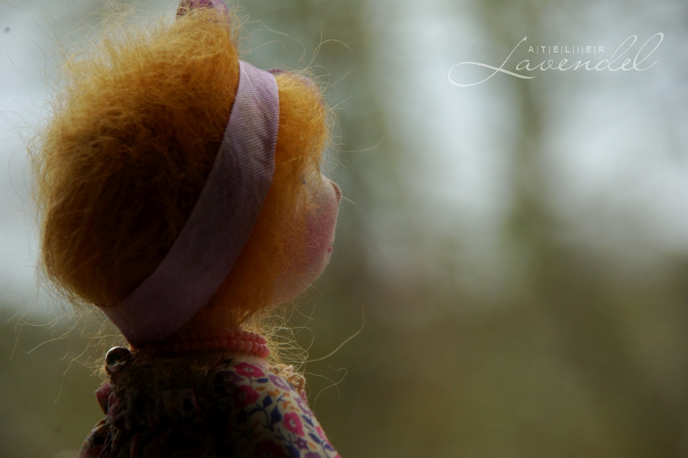 ooak cloth doll eco friendly: meet Leonie, handmade by Atelier Lavendel with lots of love and care using all natural organic materials. Handmade in Germany.