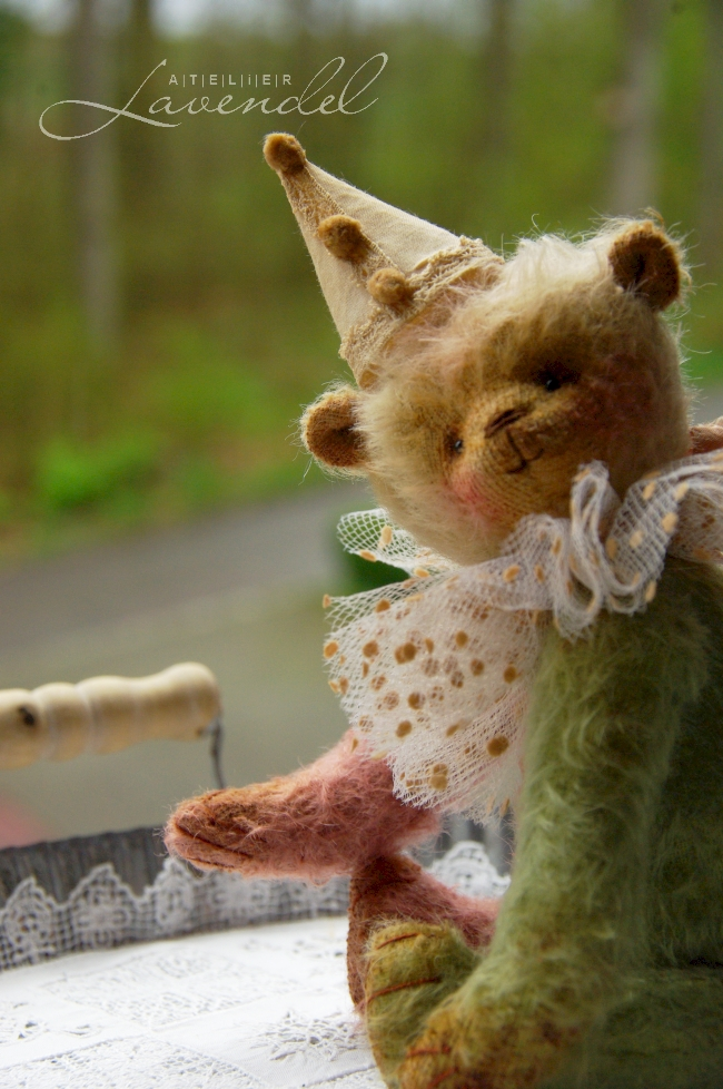 Standing 8 inches (20cm), it is an OOAK vintage style weighted artist made bear, lovingly handmade by Atelier Lavendel, using my designs and high-quality natural materials.