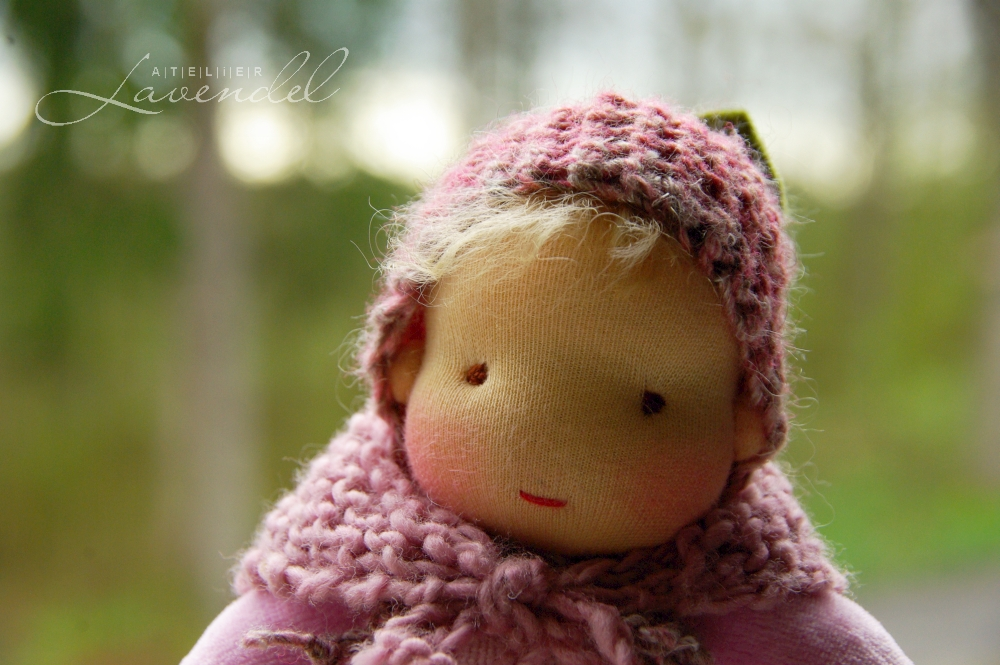 Handmade rtg Waldorf baby doll: meet Raspberry Baby, handmade by Atelier Lavendel with lots of love and care. Handmade in Germany.