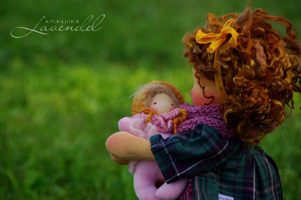 handmade ooak Waldorf dolls: meet Cleo, handmade by Atelier Lavendel with lots of love and care, using organic all natural materials. Handmade in Germany.