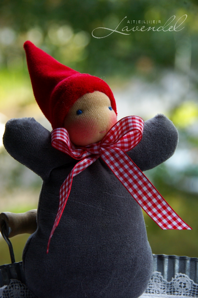 Waldorf toys handmade: angels and gnomes by Atelier Lavendel. Handmade in Germany.