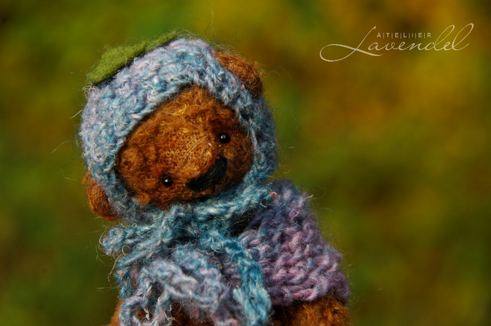 miniature artist bear: Meet Forget-me-not, hand made with love and care by Atelier Lavendel using original designs high quality materials.