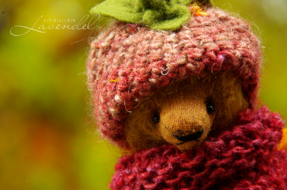 ooak handmade artist bear handmade by Atelier Lavendel: meet Marta! RTG. handmade in Germany.