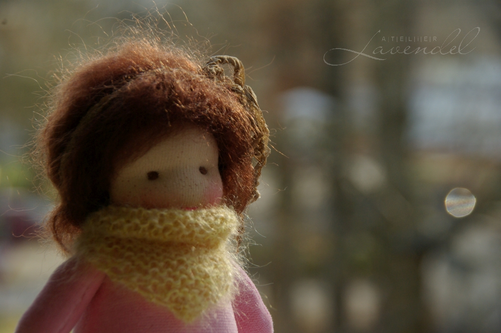 natural Waldorf pocket doll: meet Jennifer by Atelier Lavendel with love and care, using organic all natural materials. Handmade in Germany.