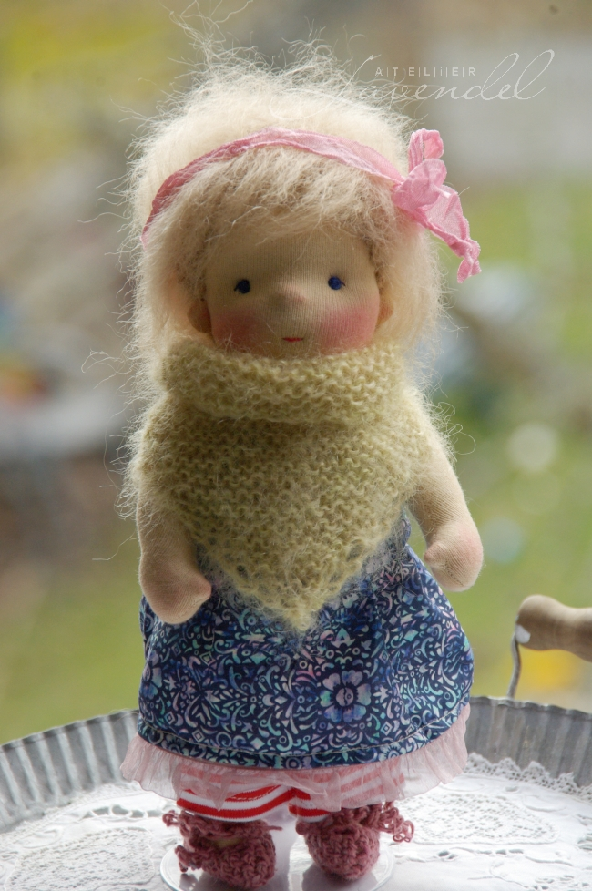ooak natural fibers art dolls: meet Anais, Waldorf inspired all natural doll by Atelier Lavendel. Handmade in Germany.