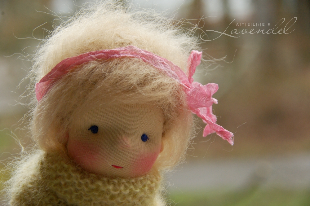 ooak natural fibers art dolls: meet Anais, Waldorf inspired all natural doll by Atelier Lavendel, nadcrafted with lots of love and care.