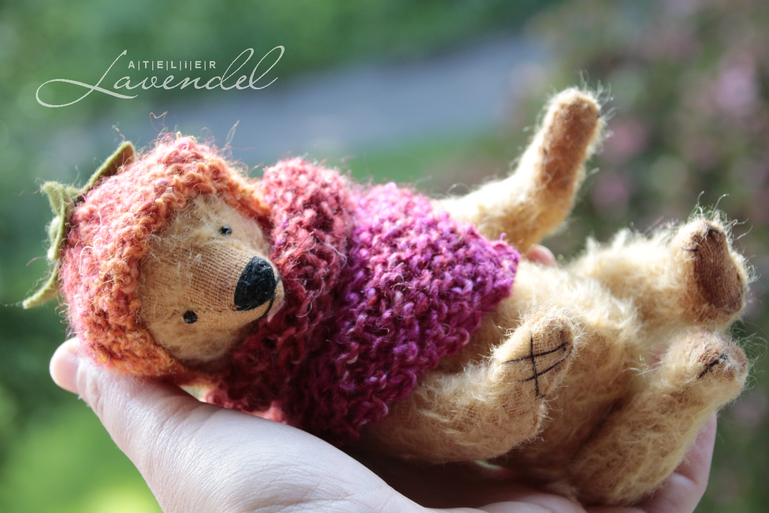 Meet Mathilda! RTG ooak artist bears by Atelier lavendel. Best quality natural materials, original designs. Hanmade in Germany.