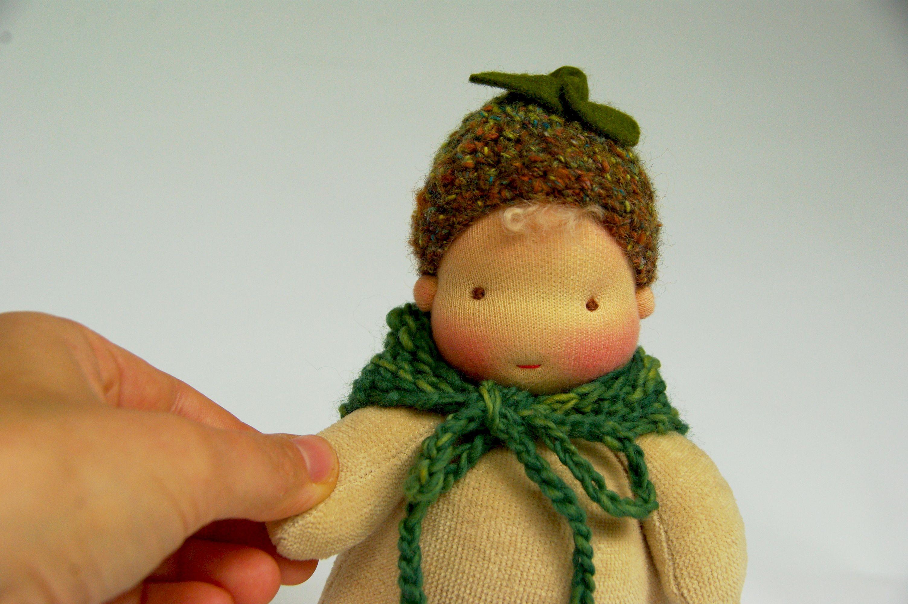 Handgemachte Waldorfpuppen, natürliche Puppen: Spielpuppen und Babypuppen vom Atelier Lavendel sind aus natürlichen materlialien individuell mit viel Liebe zum Detail hergestellt.