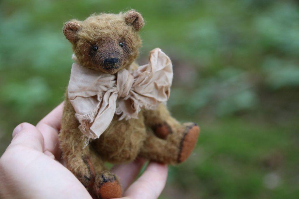 vintage style artist bear by Atelier Lavendel